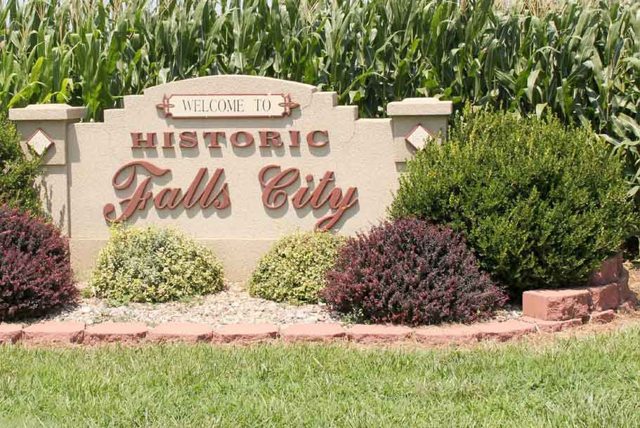 welcome to historic falls city sign